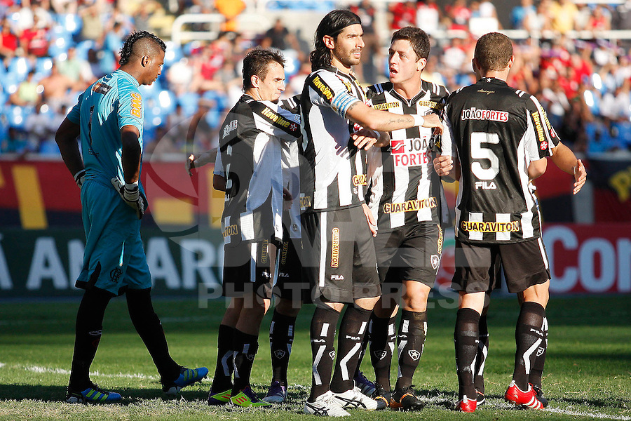 RIO DE JANEIRO, RJ - 18 DE SETEMBRO DE 2011 - BRASSILEIR&Atilde;O - BOTAFOGO X FLAMENGO - Loco Abreu do Botafogo comemora seu gol durante a partida, v&aacute;lida pela 24&ordf; rodada do Campeonato Brasileiro, no est&aacute;dio Engenh&atilde;o, na zona norte do Rio de Janeiro, neste domingo(18).<br /> FOTO: RUDY TRINDADE/NEWSFREE