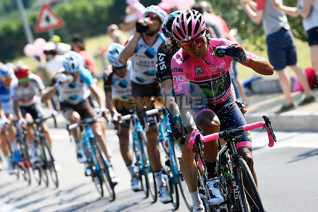 New race leader Nairo Quintana (COL) Movistar Team Maglia Rosa cools down during Stage 20 of the 100th edition of the Giro d'Italia 2017, running 190km from Pordenone to Asiago, Italy. 27th May 2017.<br /> Picture: LaPresse/Fabio Ferrari | Cyclefile<br /> <br /> <br /> All photos usage must carry mandatory copyright credit (&copy; Cyclefile | LaPresse/Fabio Ferrari)