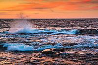 Vågor från havet slår in mot klippor på Arholma i Roslagen Stockholms skärgård. / Stockholm archipelago Sweden