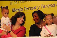 Primera Dama Margarita Sedeño de Fernandez, recibe en el Palacio Nacional a las ex siamesas
