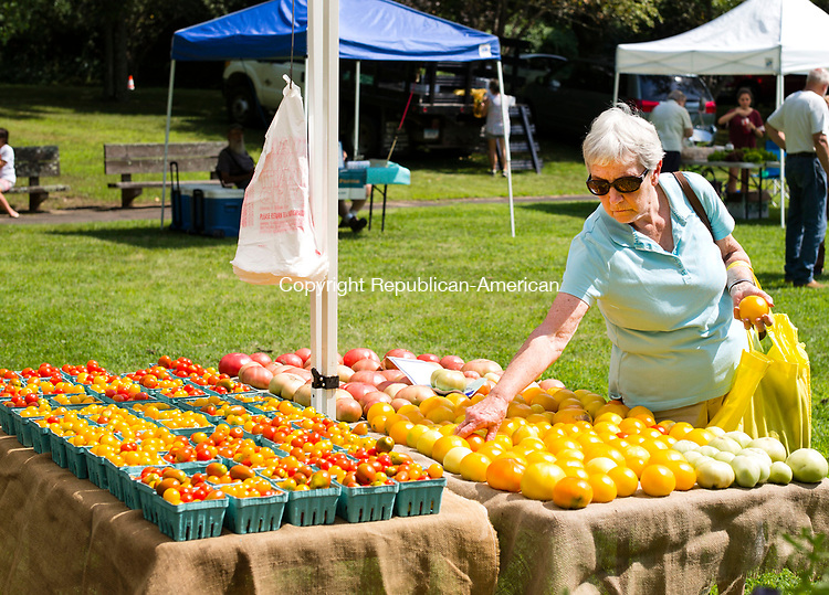 Southbury, CT- 20 July 2017-072017CM03-  Mary Zak of Southbury picks out tomatoes from Daffodil Hill Growers of Soutbury during the weekly Southbury Farmers Market on Thursday.  The market which features locally grown and produced items, runs until October 12, 2017 on Thursdays from 3:00 pm to 6:00 pm.      Christopher Massa Republican-American