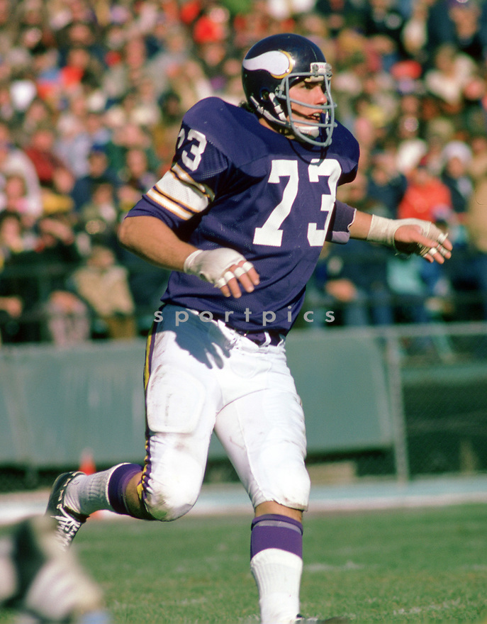 Minnesota Vikings Ron Yary (73) during a game from his 1974 season with the Minnesota Vikings. Ron Yary played for 15 season with 2 different teams. He was a 7-time Pro Bowler and and was inducted into the Pro Football Hall of Fame in 2001.(SportPics)