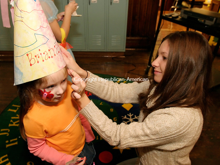 NAUGATUCK, CT 7 November 2005 -110705BZ07- Jill Lennon, of Naugatuck, puts a &quot;crown&quot; on her daughter Briana Lennon (CQ) during a book fair at Salem School Monday night.  Briana, a kindergartner at Salem School made the &quot;crown&quot; at the fair.  <br /> Jamison C. Bazinet Republican-American