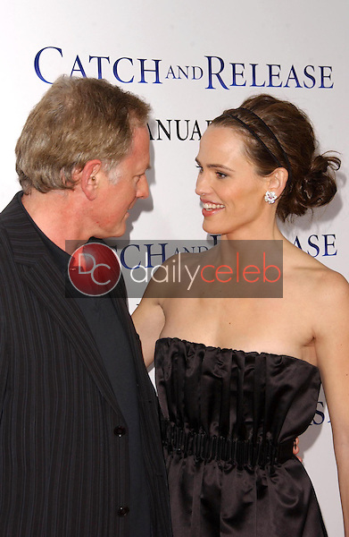 """Victor Garber and Jennifer Garner<br />at the world premiere of """"Catch and Release"""". The Egyptian Theatre, Hollywood, CA. 01-22-07<br />Dave Edwards/DailyCeleb.com 818-249-4998"""