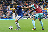 Nikola Vlasic of Everton and Stephen Ward of Burnley during the Premier League match between Everton and Burnley at Goodison Park on October 1st 2017 in Liverpool, England.<br /> Calcio Everton - Burnley Premier League <br /> Foto Phcimages/Panoramic/insidefoto