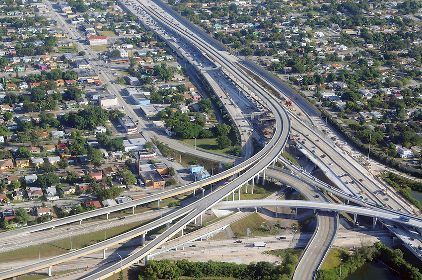 An aerial view of the Miami weekday morning traffic along a basket weave interchange, seen from the vantage point of a passenger jet