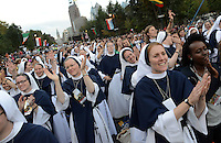 Sisters of Life from New York, New York sing while waiting for Pope Francis speech on the Ben Franklin Parkway during the Festival of Families Saturday September 26, 2015 in Philadelphia, Pennsylvania. Pope Francis is expected to speak at the festival. (Photo By William Thomas Cain)