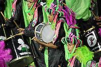 SÃO PAULO,SP, 07.02.2016  CARNAVALSP  Integrantes da escola de samba Barroca Zona Sul durante desfiles do grupo de acesso do Carnaval de São Paulo no Sambódromo  do Anhembi na região norte da capital paulista na noite deste domingo, 07. (Foto: Marcio Ribeiro /Brazil Photo Press/Folhapress)