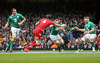 Pictured: Peter O'Mahony of Ireland (3rd L) tries to avoid a tackle by Luke Charteris of Wales (4) Saturday 14 March 2015<br />