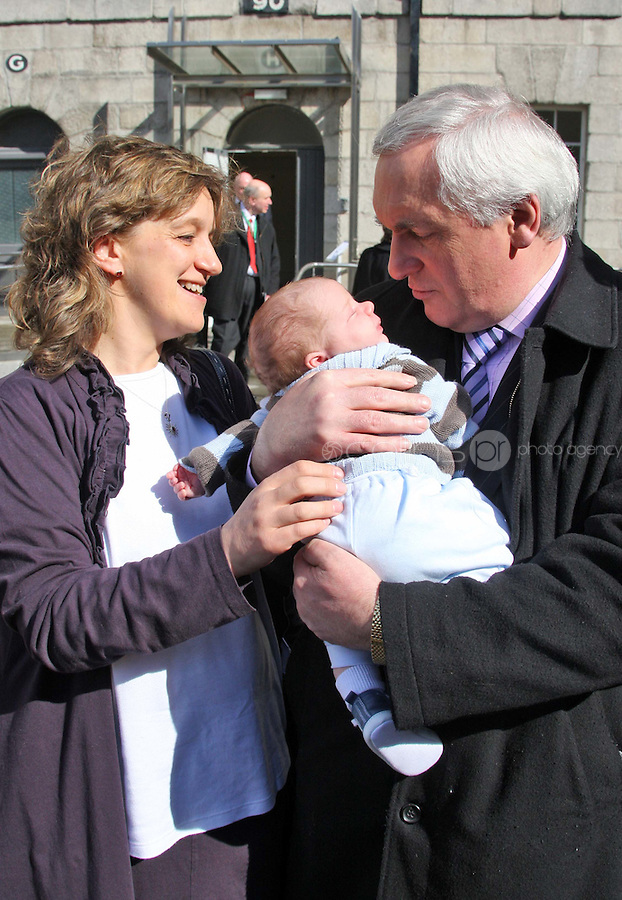 "07/04/'08 Taoiseach Bertie Ahern pictured with 3 week old Shane Carroll and his mum Kathryn at the National Museum of Ireland ,Collins Barracks, Dublin this afternoon where he launched the Regional Oncology Programme Office's report ""A Vision of a Cancer Network Five Years On""....Picture Collins, Dublin, Colin Keegan."