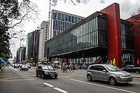 SAO PAULO, SP, 22 SETEMBRO 2012 - DIA MUNDIAL SEM CARRO - CICLO FAIXA AVENIDA PAULISTA - Movimentacao de ciclistas na Ciclo Faixa da Avenida Paulista neste sabado, 22, que e comemorado o dia Mundial Sem Carro. (FOTO: VANESSA CARVALHO / BRAZIL PHOTO PRESS).