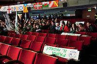 Varese: gente partecipa ad incontro organizzato dalla Lega Nord Varese per sostenere Roberto Maroni. .