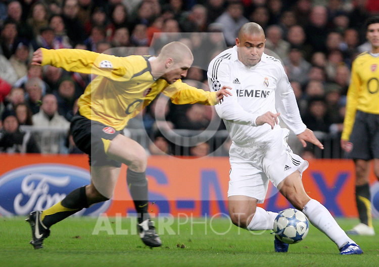 Real Madrid's Ronaldo during a challenge with Arsenal's Philippe Senderos during Champions League game between Real Madrid and Arsenal at Santiago Bernabeu stadium in Madrid Tuesday 21 February, 2006. (Photo/ Alvaro Hernandez).