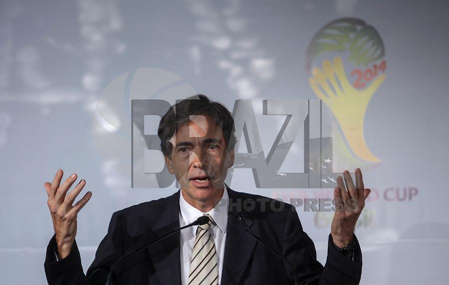 SAO PAULO, SP, 01 DE AGOSTO 2012 - COPA 2012 - CATALOGO CENTRO TREINAMENTO - Luis Fernandes Ministro Interino de Esportes durante lancamento do Catalogo de Treinamento de Selecoes da Copa do Mundo de Futebol no Brasil no Museu do Futebol na manha dessa quarta-feira, 01. FOTO: VANESSA CARVALHO - BRAZIL PHOTO PRESS.