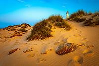 Spanien, Andalusien, Provinz Cadiz, Los Canos de Meca: Trafalgar Leuchtturm in den Duenen an der Costa de la Luz | Spain, Andalusia, Cadiz province, Los Canos de Meca: Cape Trafalgar lighthouse among the sand dunes at Costa de la Luz