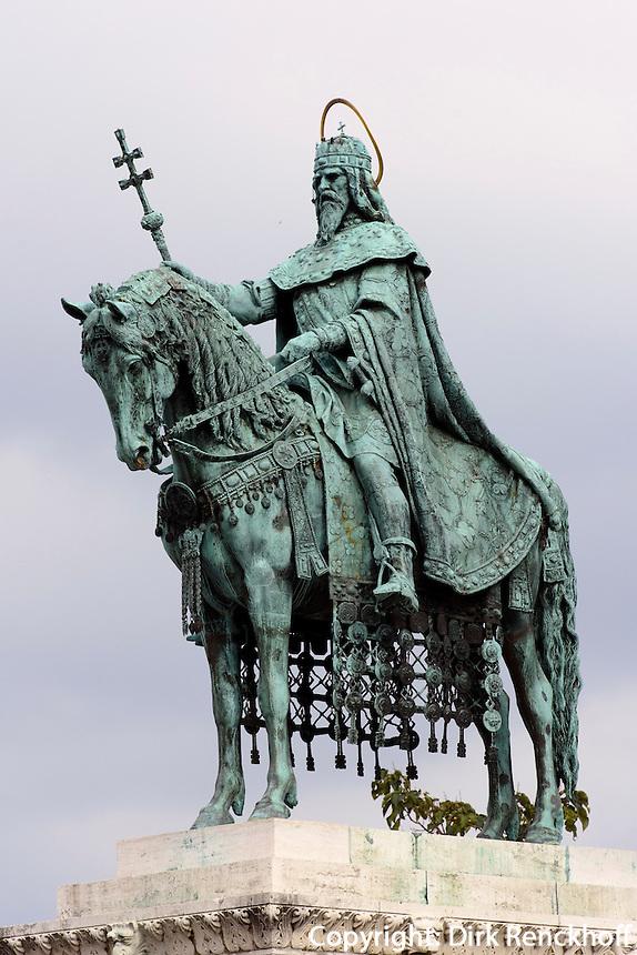 Statue des hl. Stephan vor Matthiaskirche, Mátyás templon auf dem Burgberg in Buda, Budapest, Ungarn, UNESCO-Weltkulturerbe
