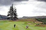 Pic Kenny Smith...... Tel 07809 450119.Johnnie Walker Championship, PGA Course Gleneagles, Day 2..Peter Hanson plays a wedge to the first which he almost holed for an eagle start