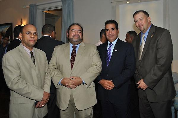 Santo Domingo - El Embajador de los Estados Unidos de Am&eacute;rica, Ra&uacute;l Yzaguirre ofreci&oacute;<br /> en la residencia de la Embajada una recepci&oacute;n en honor al Director Asistente para Asuntos<br /> Internacionales del Servicio de Inmigraci&oacute;n y Control de Aduanas de los Estados Unidos (ICE,<br /> por sus siglas en ingl&eacute;s), Luis Alvarez, y sus socios, miembros de las autoridades dominicanas de<br /> seguridad.