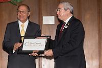 SAO PAULO, SP, 13.12.13. PRESIDENTE FRAN&Ccedil;OIS HOLLANDE EM SP. O presidente da regi&atilde;o de &Icirc;le-de-France, Jean-Paul Huchon e o governador Geraldo Alckmin <br />  durante evento no Palacio dos Bandeirantes. Durante a visita, o presidente franc&ecirc;s e o governador  assinaram acordos de coopera&ccedil;&atilde;o entre Fran&ccedil;a e o estado de S&atilde;o Paulo. (Foto: Adriana Spaca/Brazil Photo Press)