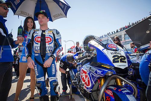 02.04.2016. Motorland, Aragon, Spain. World Championship Motul FIM of Superbikes. Alex Lowes #22, Yamaha YZF R1 rider of Superbike awaits the start of the race the race  in the World Championship Motul FIM of Superbikes from the Circuito de Motorland.