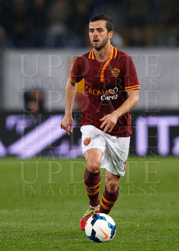 Calcio, Serie A: Roma vs Torino. Roma, stadio Olimpico, 25 marzo 2014.<br /> AS Roma midfielder Miralem Pjanic, of Bosnia, during the Italian Serie A football match between AS Roma and Torino at Rome's Olympic stadium, 25 March 2014.<br /> UPDATE IMAGES PRESS/Riccardo De Luca