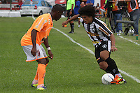 RIO DE JANEIRO, RJ, 29 DE JANEIRO 2012 - CAMPEONATO CARIOCA - 1o TURNO - TAÇA GUANABARA - NOVA IGUAÇU X BOTAFOGO - Marcio Azevedo, jogador do Botafogo durante partida contra o Nova Iguaçu, pela 2o rodada da Taça Guanabara, no estádio Proletário, na cidade do Rio de Janeiro, neste domingo, 29. FOTO: BRUNO TURANO – NEWS FREE.