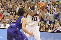 24.07.2012 Barcelona, Spain.  Pre-Olympic friendly game between Spain against USA at Palau St. Jordi. Picture shows Kobe Bryant (L) and Sergio LLull (L)