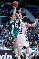 Real Madrid's Sergio Llull (r) and Zalgiris Kaunas' Rimantas Kaukenas during Euroleague 2012/2013 match.January 11,2013. (ALTERPHOTOS/Acero) NortePHOTO