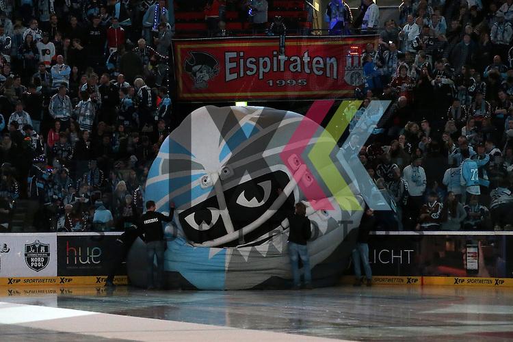 Eishockey DEL 2015 / 16 - 08.01.2016 - 35. Spieltag Hamburg Freezers vs. Duesseldorfer EG<br /> <br /> Foto: Symbolfoto Die Freezers Maske kommt ins schwanken und sackt zusammen beim Spiel in der DEL, Hamburg Freezers - Duesseldorfer EG.<br /> <br /> Foto &copy; PIX-Sportfotos *** Foto ist honorarpflichtig! *** Auf Anfrage in hoeherer Qualitaet/Aufloesung. Belegexemplar erbeten. Veroeffentlichung ausschliesslich fuer journalistisch-publizistische Zwecke. For editorial use only.