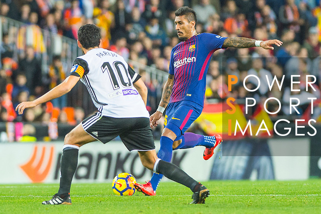 Sergio Busquets Burgos of FC Barcelona runs with the ball during the La Liga 2017-18 match between Valencia CF and FC Barcelona at Estadio de Mestalla on November 26 2017 in Valencia, Spain. Photo by Maria Jose Segovia Carmona / Power Sport Images