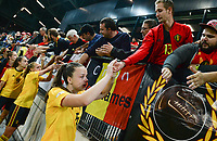 20181009 – BIEL BIENNE , SWITZERLAND : Belgian players with Tine De Caigny pictured thanking the fans after  the female soccer game between Switzerland and the Belgian Red Flames , the second leg in the semi finals play offs for qualification for the World Championship in France 2019 ; the first leg ended in equality 2-2 ;  Tuesday 9 th october 2018 at The Tissot Arena  in BIEL BIENNE , Switzerland . PHOTO SPORTPIX.BE | DAVID CATRY