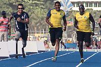 RIO DE JANEIRO; RJ; 29 DE MARÇO 2013 - Os atletas brasileiros Nilson de Oliveira e Alison da Silva Feitosa que participarão no Mano a Mano, evento de atletismo que terá Usain Bolt como atração principal na Praia de Copacabana, treinaram nesta sexta-feira na pista montada especialemente para o evento. FOTO: NÉSTOR J. BEREMBLUM - BRAZIL PHOTO PRESS. .