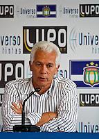 SÃO CAEATANO,SP,30 AGOSTO 2012 - APRESENTAÇÃO TECNICO EMERSON LEÃO SÃO CAETANO - O tecnico Emerson Leão foi apresentado na tarde de hoje como novo tecnico do São Caetano.FOTO ALE VIANNA - BRAZIL PHOTO PRESS
