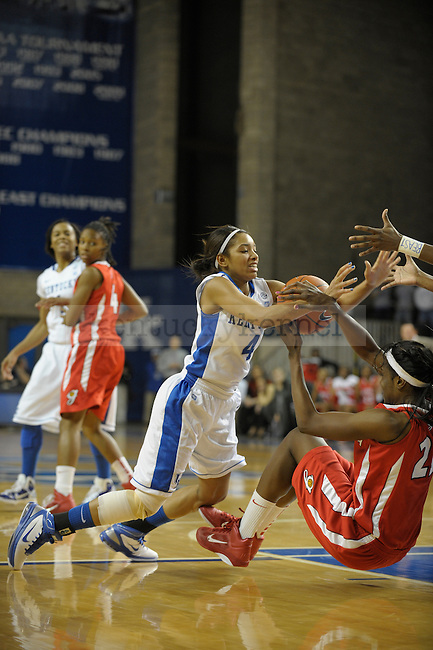 UK's Keyla Snowden goes for the loose ball during the second half of the University of Kentucky Womens's basketball game against Georgia at Memorial Coliseum in Lexington, Ky., on 1/9/11. Uk lost the game 59-61. Photo by Mike Weaver | Staff