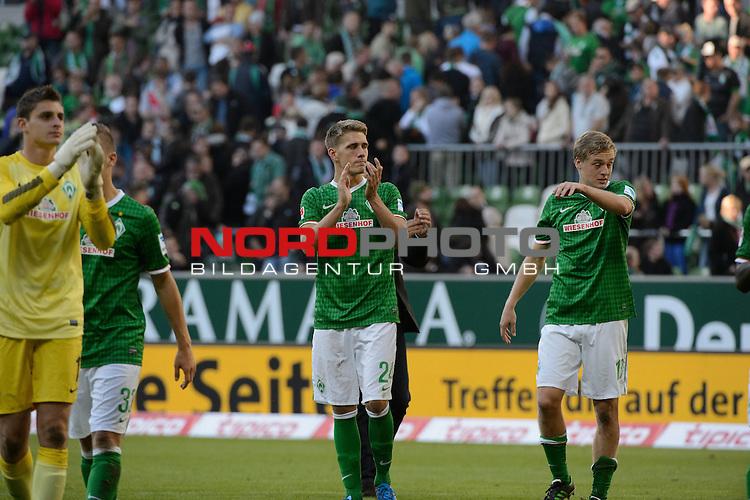 29.09.2013, Weser Stadion, Bremen, GER, 1.FBL, Werder Bremen vs 1. FC Nuernberg, im Bild<br /> <br /> Dank an die Fans <br /> Sebastian Mielitz (Bremen #1)<br /> Martin Kobylanski (Bremen #33)<br /> Nils Petersen (Bremen #24)<br /> Felix Kroos (Bremen #18)<br /> <br /> Foto &copy; nph / Kokenge