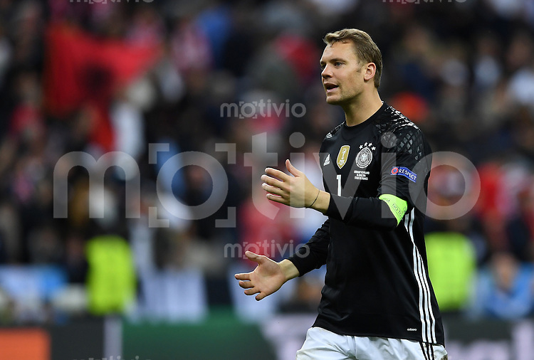 FUSSBALL EURO 2016 GRUPPE C IN PARIS Deutschland - Polen    16.06.2016 Torwart Manuel Neuer (Deutschland) nach dem Abpfiff