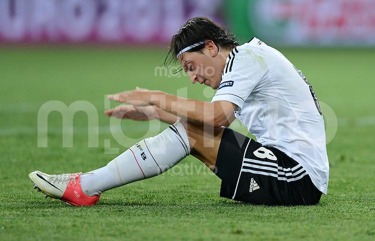 FUSSBALL  EUROPAMEISTERSCHAFT 2012   VORRUNDE Niederlande - Deutschland       13.06.2012 Mesut Oezil (Deutschland) enttaeuscht