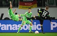 FUSSBALL   1. BUNDESLIGA    SAISON 2012/2013    13. Spieltag   VfL Wolfsburg - SV Werder Bremen                          24.11.2012 Josue (li, VfL Wolfsburg) spektakulaer gegen Aaron Hunt (re, SV Werder Bremen)