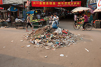 Daytime landscape view of a a street and storefronts near the Guangcai Shichang in the Guǎnchéng Huízú Qū of Zhengzhou in Henan province.  © LAN