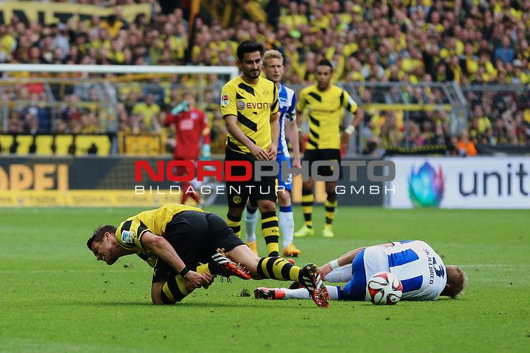 09.05.2015, Signal Iduna Park, Dortmund, GER, im Bild Sebastian Kehl (Borussia Dortmund #5) gegen Per Ciljan Skjelbred ( Hertha BSC Berlin #3)<br /> <br /> Foto &copy; nordphoto / Rauch