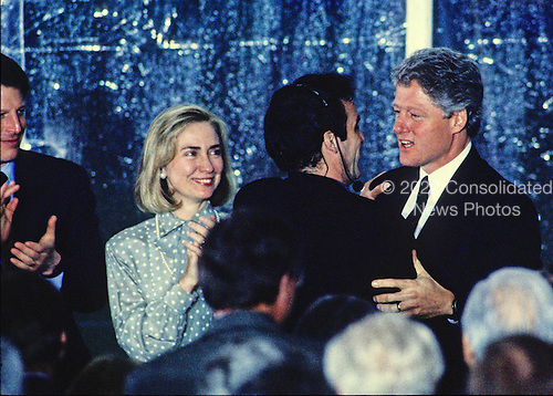 United States President Bill Clinton, right, greets performer Mandy Patinkin, right center, following a performance on the South Lawn of the White House in Washington, D.C. during a reception the evening prior to the dedication of the U.S. Holocaust Museum on April 21, 1993.  Looking on are U.S. Vice President Al Gore, left, and First lady Hillary Rodham Clinton, left center.<br /> Credit: Ron Sachs / CNP
