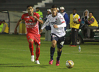 TUNJA -COLOMBIA, 27-09-2015: Acción de juego entre  Patriotas FC e Independiente Medellin durante partido por la fecha 14 de La Liga Aguila II 2015 jugado en el estadio La Independencia de la ciudad de Tunja. / Action game between players of Patriotas FC and Independiente Medellin during the match for the date 14 of La Liga Aguila II 2015 played at La Independence stadium in Tunja. Photo: VizzorImage / Cesar Melgarejo  / Cont