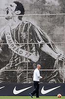 SAO PAULO, SP 25 DE OUTUBRO 2013 - TREINO CORINTHIANS - O técnico do Corinthians, Tite, durante o  treino de hoje, 25, no Ct. Dr. Joaquim Grava, na Zona Leste da Capital. Foto: Paulo Fischer/Brazil Photo Press.