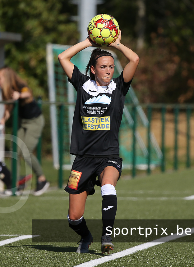 20190921 – LEUVEN, BELGIUM : E. Aalst's Anke Vanhooren is pictured throwing the ball in during a women's soccer game between  Oud Heverlee Leuven Ladies B and Eendracht Aalst Ladies on the fourth match day of the Belgian Division 1 season 2019-2020, the Belgian women's football national division 1, Saturday 21th September 2019 at the Bruinveld Youth Complex, Domeinstraat in Leuven , Belgium. PHOTO SPORTPIX.BE | SEVIL OKTEM