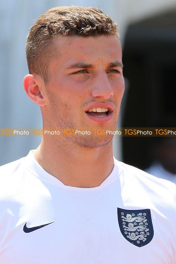 Bailey Cargill of England U20's - Ivory Coast Under-20 vs England Under-20 -2015 Toulon Tournament Football at Stade Leo Lagrange, Toulon, France - 30/05/15 - MANDATORY CREDIT: Paul Dennis/TGSPHOTO - Self billing applies where appropriate - contact@tgsphoto.co.uk - NO UNPAID USE