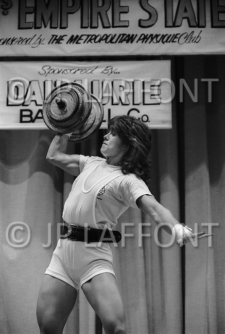 June 20th 1981, New York, USA<br /> Cammie Lusko, pumping iron, Ms.Empire State competition.