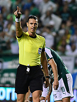 PALMIRA - COLOMBIA, 16-05-2019: Wilmar Roldan, arbitro, durante partido entre Deportivo Cali y Atletico Junior por la fecha 2, cudrangulares semifinales, de la Liga Águila I 2019 jugado en el estadio Deportivo Cali de la ciudad de Palmira. / Wilmar Roldan Pitalua, referee, during match between Deportivo Cali and Atletico Junior for the date 2, semifinal quadrangular, as part of Aguila League I 2019 played at Deportivo Cali stadium in Palmira city .  Photo: VizzorImage/ Nelson Rios / Cont