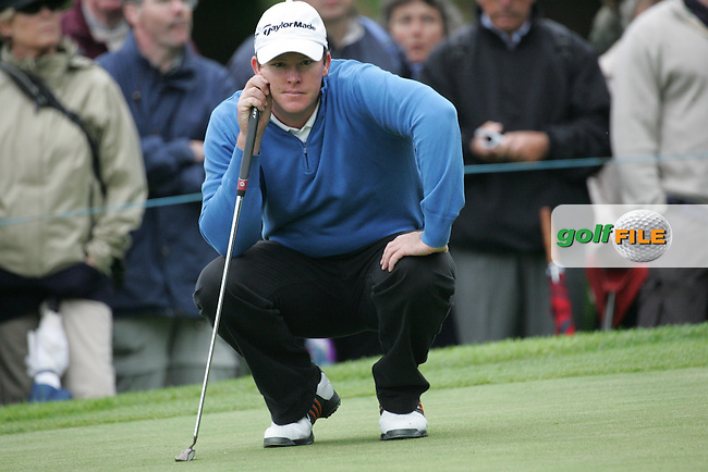 Marcus Fraser lines up his putt on the 6th hole during the 3rd round of the BMW PGA Championship at Wentworth Club, Surrey, England 26th may 2007 (Photo by Eoin Clarke/NEWSFILE)