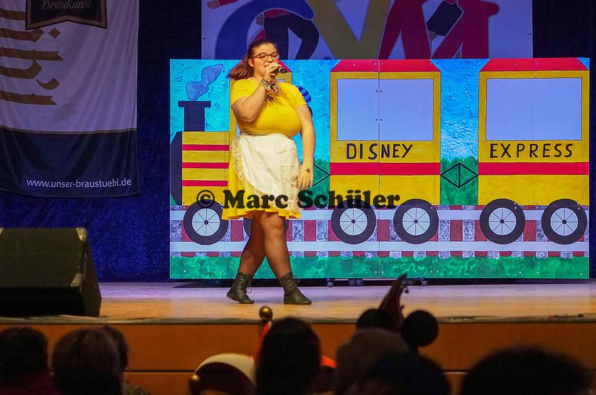 """Anja Kress von der """"Lust und Laune Gruppe"""" tritt auf mit dem Medley """"Wir fahren nach Disney Land"""" - Mörfelden-Walldorf 15.11.2019: Eröffnungssitzung der Sandhasen"""