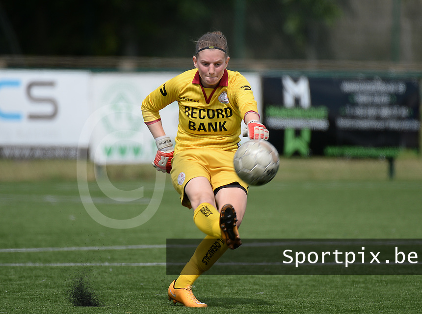 20150808 - ZULTE , BELGIUM : Zulte's Ianthe Meerschaert pictured during a friendly soccer match between the women teams of Zulte-Waregem and RSC Anderlecht  , during the preparations for the 2015-2016 SUPERLEAGUE season, Saturday 8 August 2015 . PHOTO DAVID CATRY